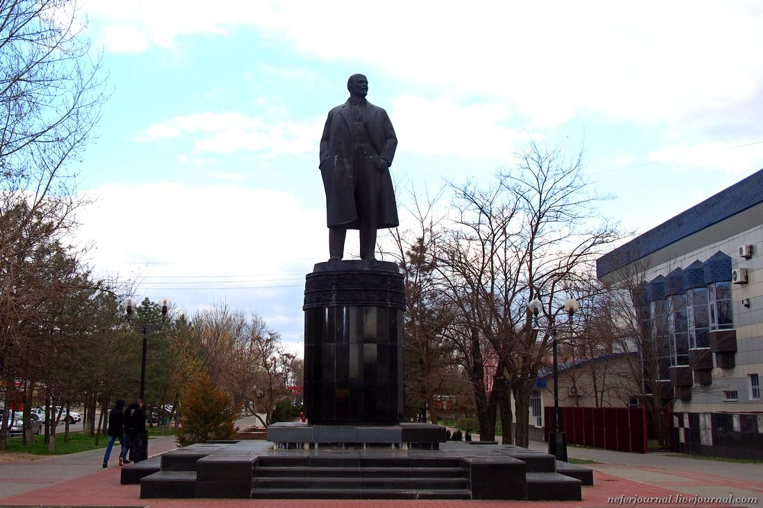 Элистинский Ленин