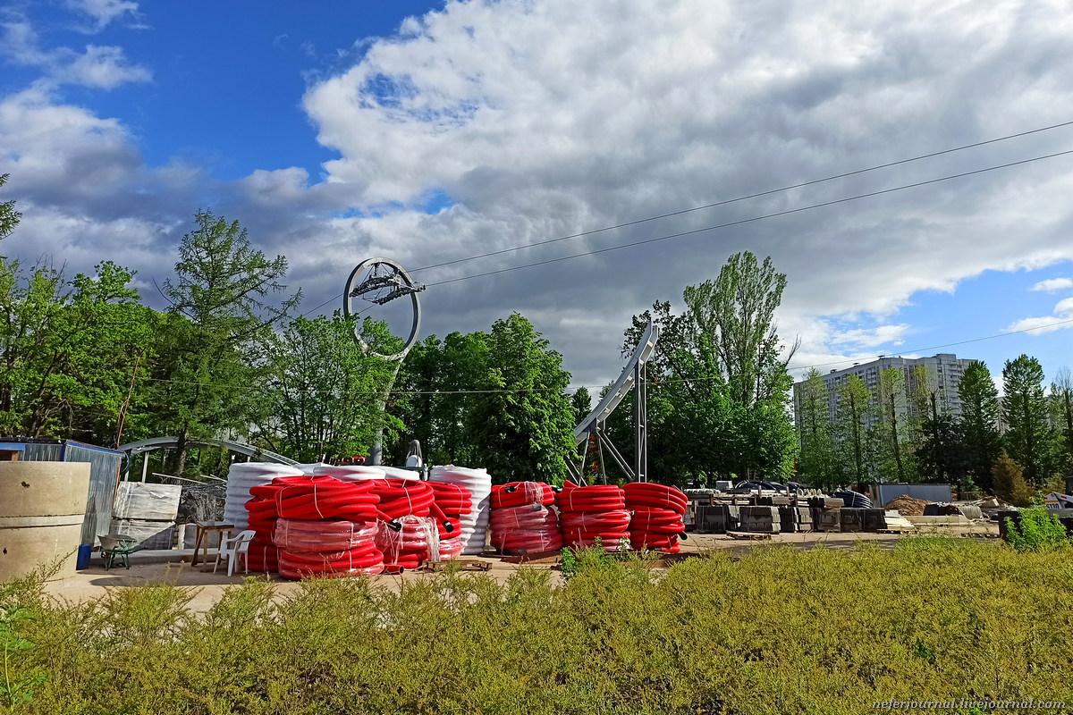 ВДНХ: ротонду снесли, поесть негде, строительство парка аттракционов заглохло