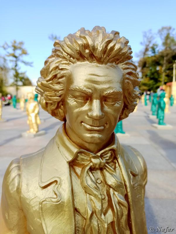 80 улыбающихся Бетховенов ВДНХ